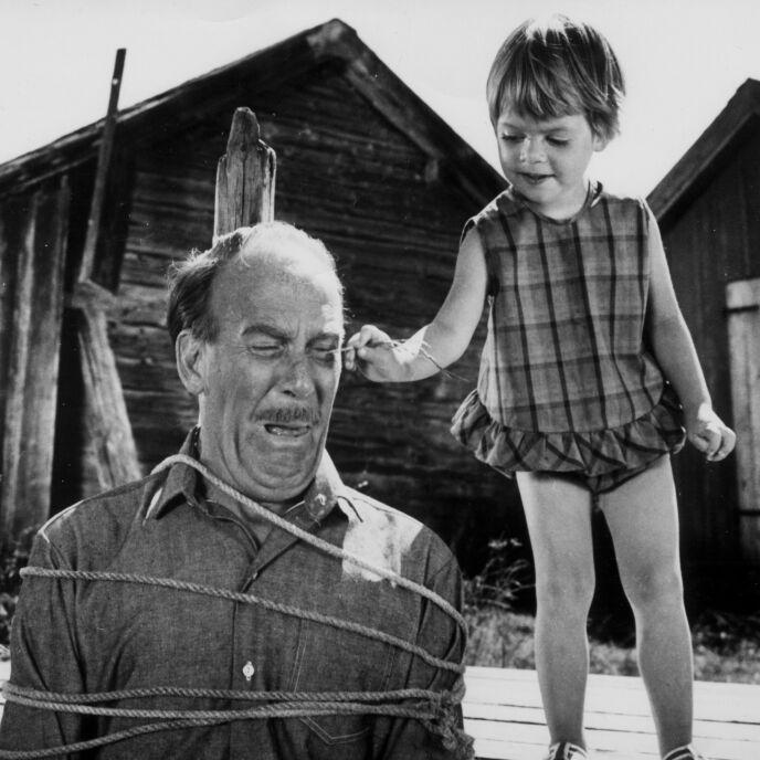 FIKK GJENNOMGÅ: Farbror Melker var en av seriens mest folkekjære karakterer. I virkeligheten var han like høyt elsket av det svenske folk. Her avbildet med Skrållan. Foto: Leif R. Jansson / NTB