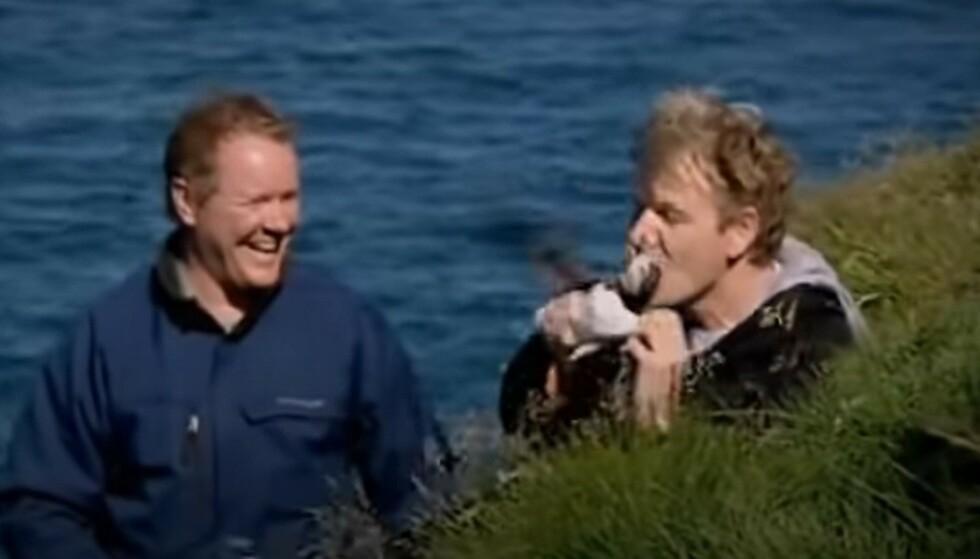 KARMA: Gordon Ramsay ble bitt i nesen av en lundefugl han prøvde å fange. Foto: Skjermdump YouTube.