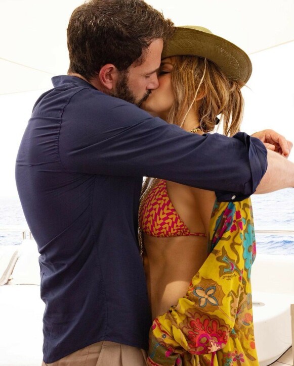 KJÆRESTER: Dette Instagram-bildet tolkes som en bekreftelse på at Jennifer Lope og Ben Affleck er kjærester - igjen. Foto: Skjermdump Instagram