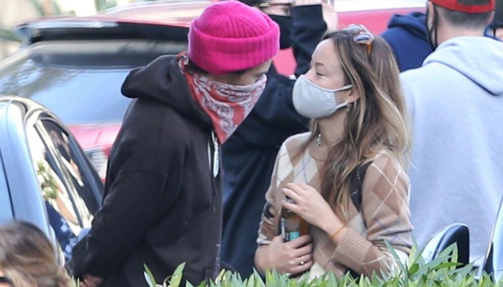 TURTELDUER: Romansen mellom Harry Styles og Olivia Wilde skal fortsatt være en dans på roser. Foto: Backgrid USA / NTB