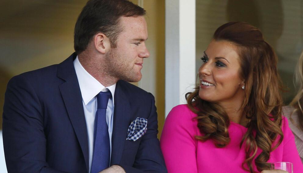 BEKLAGER: Wayne Rooney beklager bildene som har dukket opp på sosiale medier. Her med kona Coleen Rooney. Foto: Dave Thompson / Pa Photos / NTB