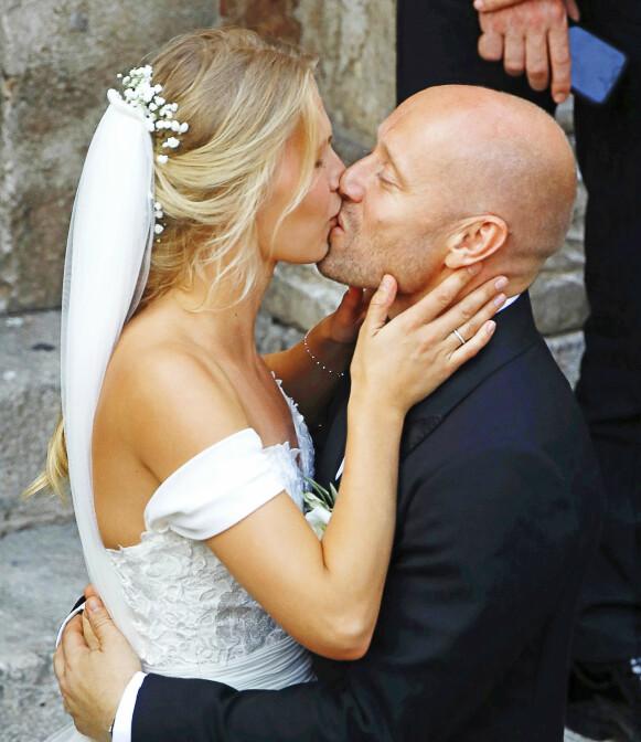 MANN OG KONE: Karoline Hegbom og Aksel Hennie giftet seg i 2019. Foto: Agencias