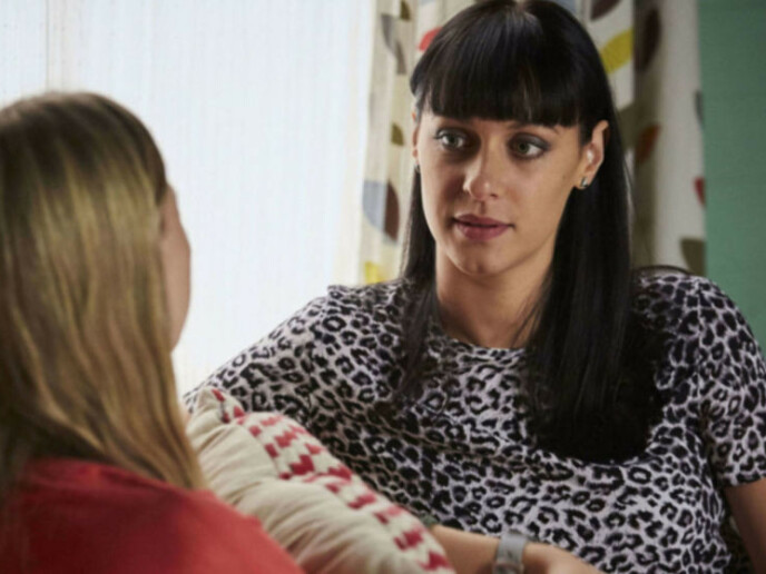 GIKK BORT: Skuespiller Jessica Falkholt (t.h.) mistet begge foreldrene sine og søsteren etter en fatal bilulykke. Kort tid senere gikk også Jessica bort. Den skyldige, som skal ha vært påvirket av tunge medisiner, mistet også livet. Foto: Channel 5