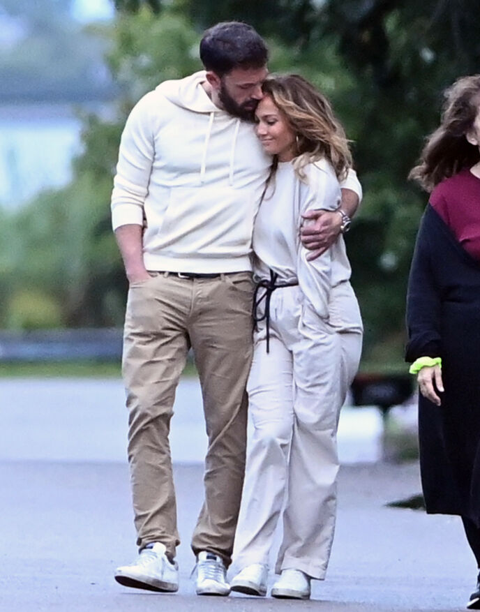 TURTELDUER: Jennifer Lopez og Ben Affleck avbildet sammen i starten av juli. Foto: Elder Ordonez/ SplashNews/ NTB