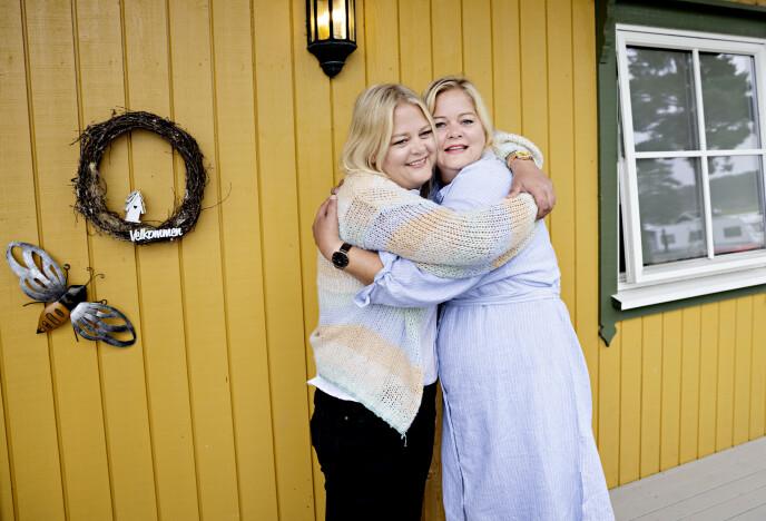 SØSKENKJÆRLIGHET: Det er ingen tvil om at tvillingene har et nært forhold til hverandre. Foto: Kristian Ridder-Nielsen/ Dagbladet