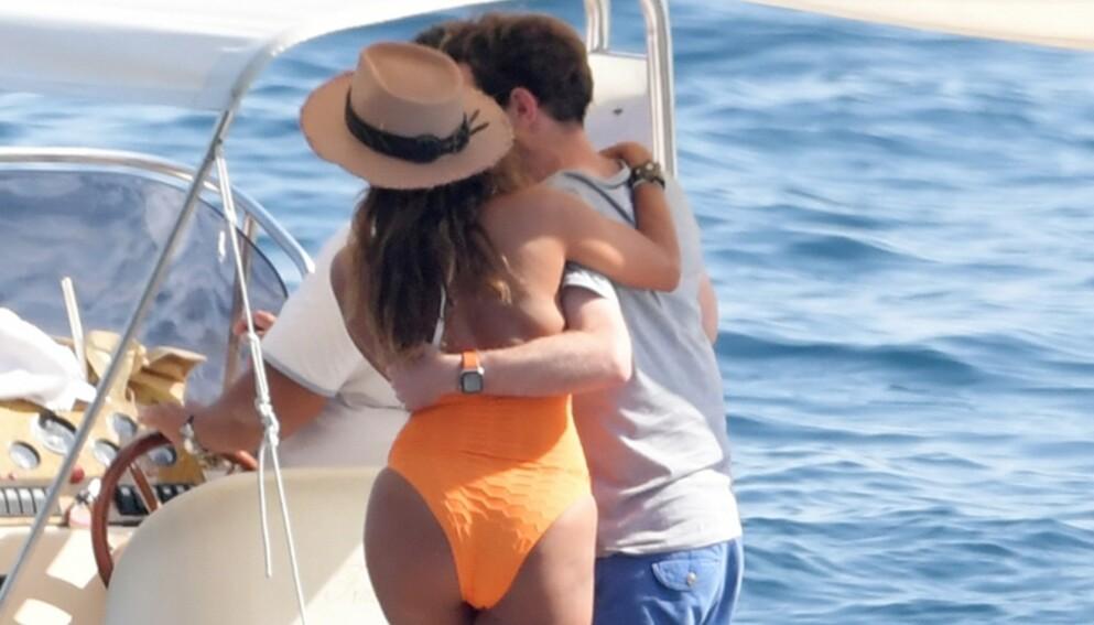 - PÅ JOBB: Svigermor Sarah Ferguson forklarer og forsvarer svigersønn Jack Brooksbanks omgang med flere kvinner på en yacht utenfor Capri i Italia. Foto: Backgrid UK/ NTB