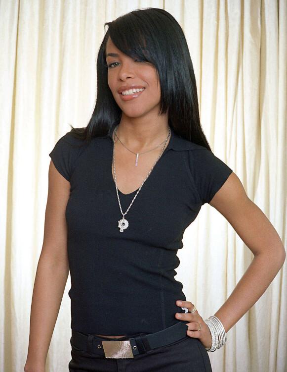 STJERNE: Aaliyah skal angivelig ha vært gift med R. Kelly en kort periode i 1994. Her avbildet i 2001, samme år som hun døde. Foto: NTB