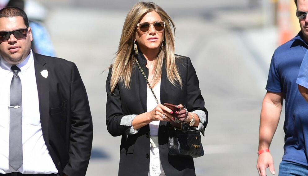 SVARER: Jennifer Aniston lar seg ikke påvirke av kritikken hun fikk etter vaksineuttalelsen. Foto: Pa Photos/ NTB