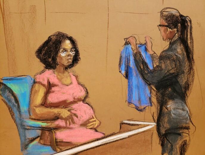 BEVIS: Jerhonda Pace tok med bevis i rettsaken på onsdag. Foto: Jane Rosenberg/ Reuters/ NTB