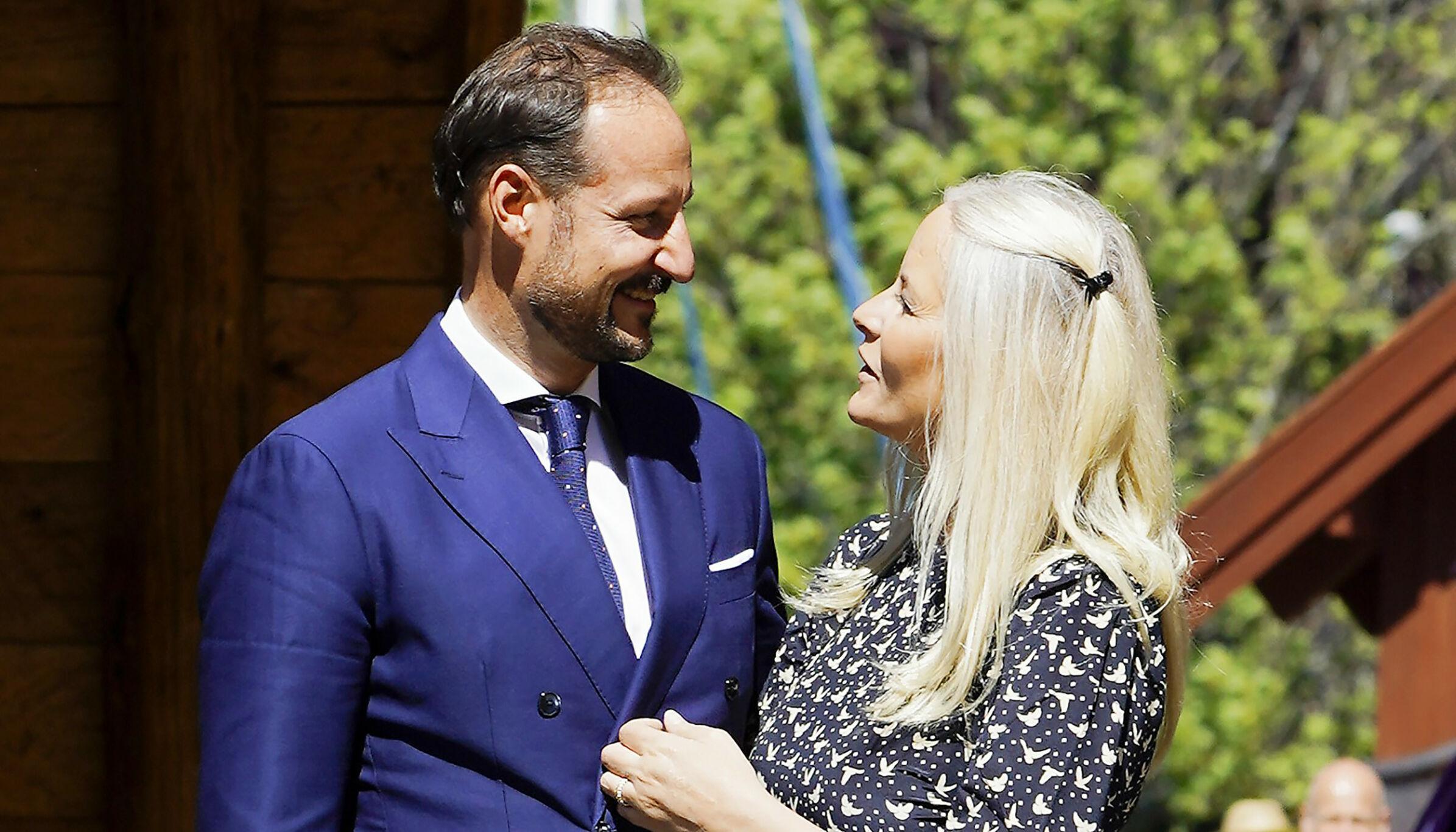 KJÆRLIG: Kronprinsesse Haakon fikk sin Mette-Marit for 20 år siden, og de er fortsatt like forelsket. Et ukjent brudd kunne imidlertid satt en stopper for alt. FOTO: Lise Åserud