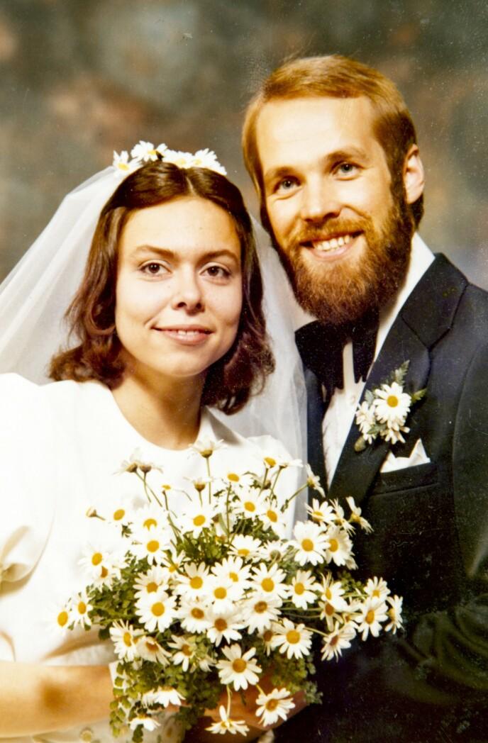 BRYLLUP: Magne og Nanne giftet seg i 1975 etter at hun var ferdig utdannet lærer. Nå har de vært gift i 46 år. Foto: Privat