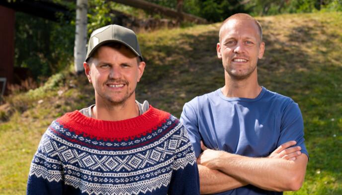 Kåre Gunnar «Svæsapær» Skaret Bjøringsøy sammen med programleder Mads Hansen. Foto: Espen Solli / TV2