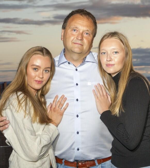 FORTVILET: Storesøster Malene og pappa Stig er glade for at så mange kjente og ukjente støtter Emma økonomisk, slik at hun kan prøve ut alternativ smertebehandling i USA. Foto: Svend Aage Madsen / Se og Hør