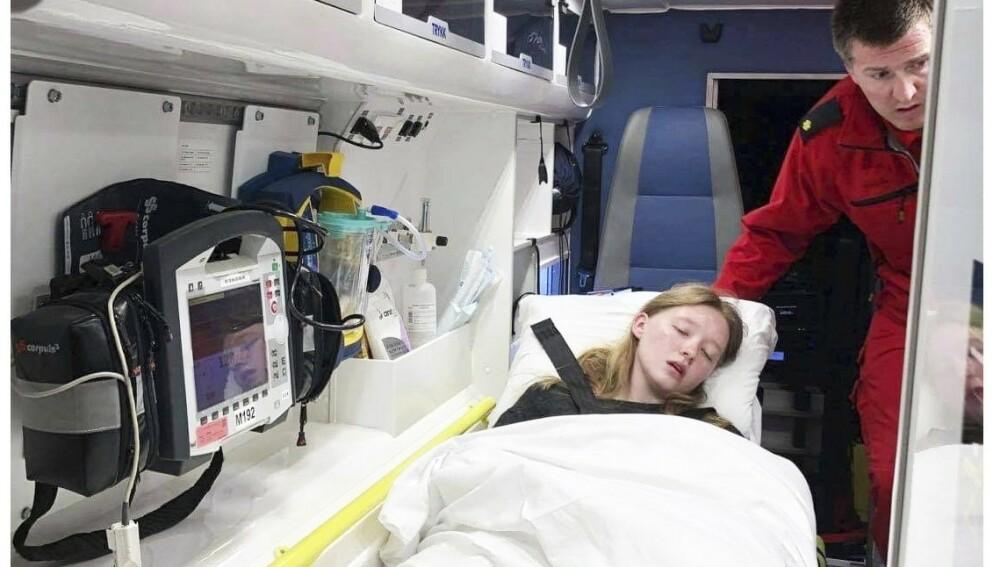 BEVISSTLØS: Hele 16 ganger har Emma Elise Nilsen Reiakvam blitt hentet av ambulanse. Hun og familien fortviler om de enorme smertene et lite uhell har påført henne. Foto: Privat