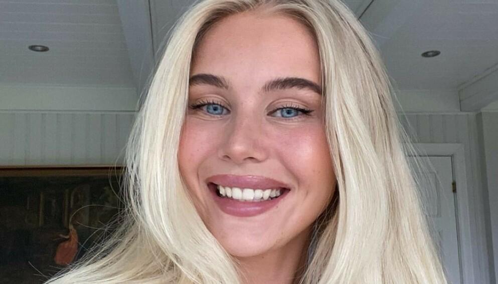 FULL FART: Amalie Snøløs har det travelt med både hyttebygging og jobb om dagen. Neste år står hun brud. Foto: Privat