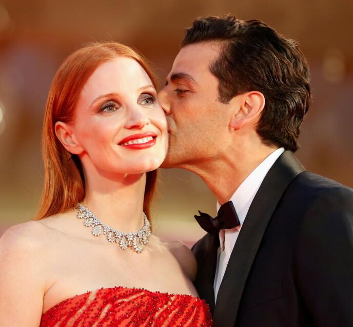 GODT GIFT: Både Jessica Chastain og Oscar Isaac er godt gift på hver sin kant. Foto: Yara Nardi / Reuters / NTB