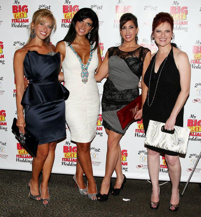NEW JERSEY: Disse fire kvinnene har alle vært å se i New Jersey-versjonen av programmet. Det er imidlertid bare Teresa Guidice (i hvitt) som har vært med i alle tolv sesongene. Her avbildet i 2010. Foto: Amanda Schwab / Starpix / REX / NTB