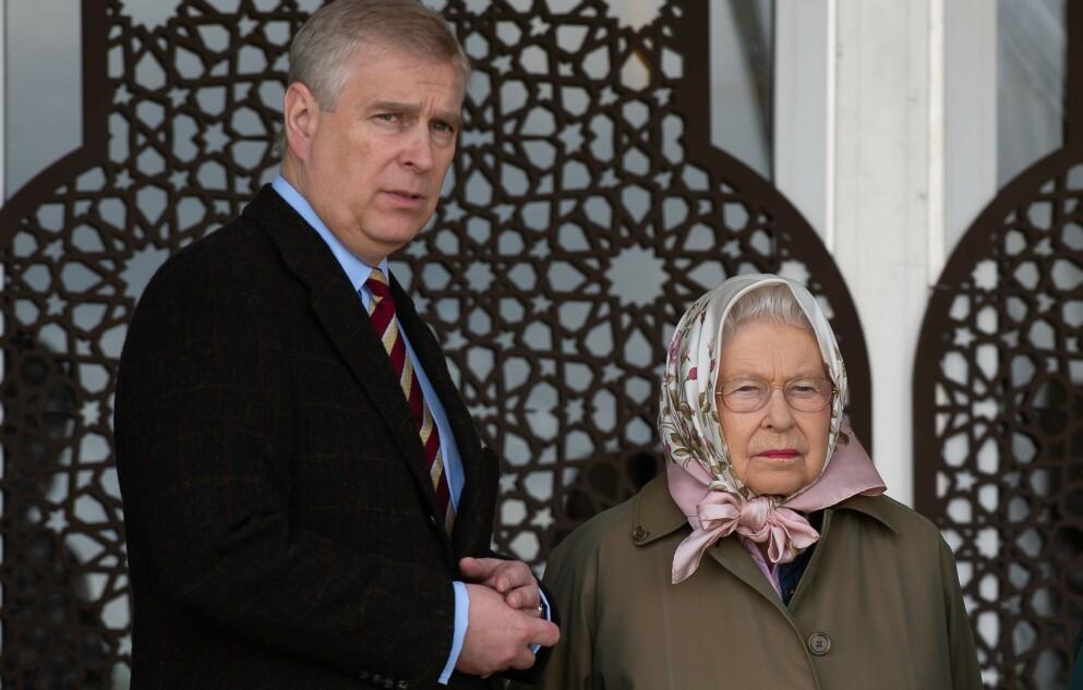 STEVNES: Prins Andrew er i hardt vær. Her avbildet sammen med sin mor, dronning Elizabeth. Foto: Maureen McLean/Shutterstock