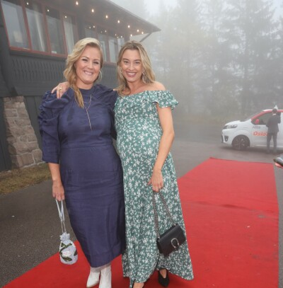 Image: Se kjendisene ankomme bryllupet