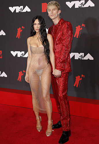 GJENNOMSIKTIG: Megan Fox var tilsynelatende ikke redd for å vise frem litt hud. Foto: Andrew Kelly/Reuters/NTB