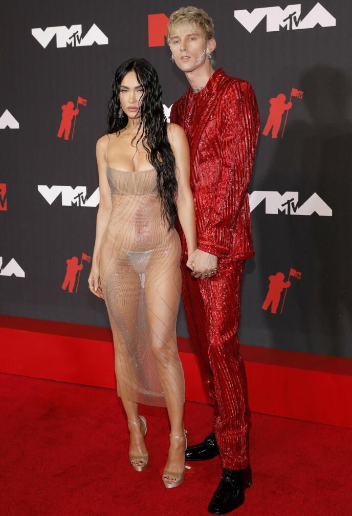 GJENNOMSIKTIG: Megan Fox var tilsynelatende ikke redd for å vise fram litt hud. Foto: Andrew Kelly/Reuters/NTB
