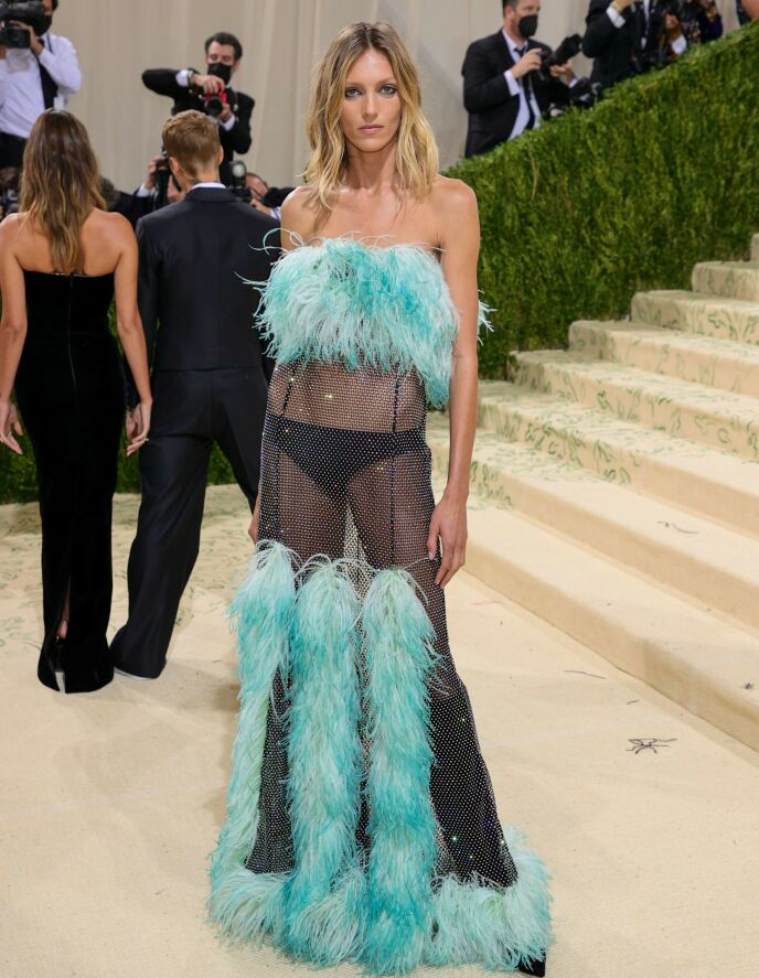 I TRUSA: Modell Anja Rubik. Foto: Theo Wargo / Getty Images /AFP / NTB
