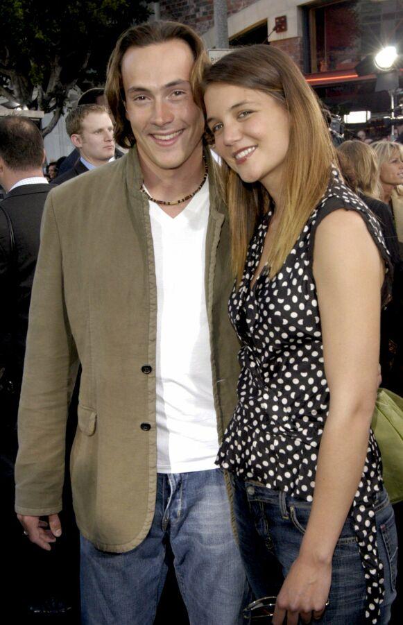 UNGE STJERNER: Chris Klein og Katie Holmes i 2003 - året de forlovet seg. Foto: Dan Steinberg/BEI/REX/NTB