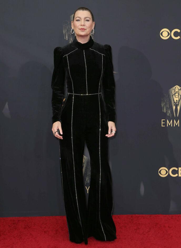 BUKSEDRESS: Skuespiller Ellen Pompeo. Foto: Danny Moloshok / Invision for Television Academy / AP Images / NTB