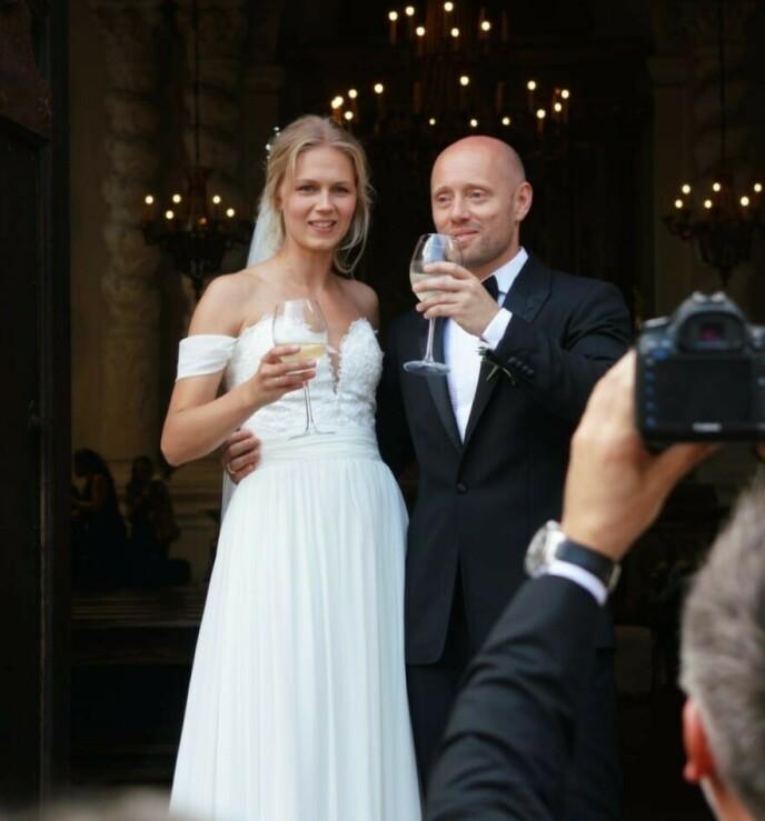 STORSLÅTT BRYLLUP: Aksel giftet seg med Karoline i 2019 etter at de hadde holdt forlovelsen hemmelig. Foto: Se og Hør
