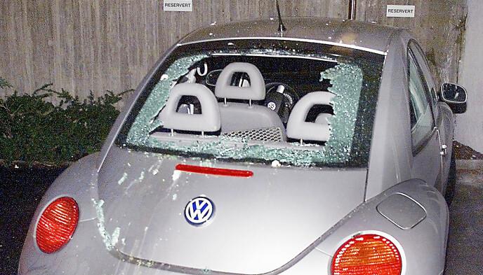 HÆRVERK: Märtha Louises bil fikk bakruten knust og ble tilgriset med egg høsten for 20 år siden. Foto: Aftenposten/ NTB