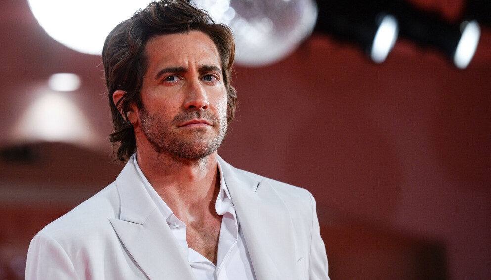 SPØKEFUGL: Jake Gyllenhaal svarer nok en gang på hygienespørsmål, samt forklarer sine tidligere dusjuttalelser. Foto: Splash News / NTB