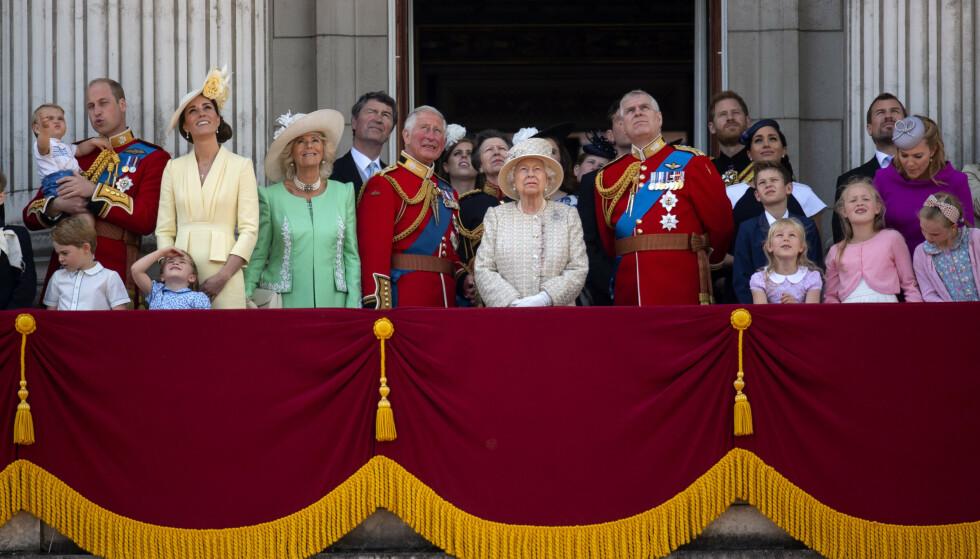 OFFENTLIG FEIRING: Selv om dronning Elizabeth er født i april, feires alltid bursdagen offisielt med paraden Trooping the Colour i juni. Foto: NTB