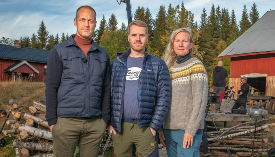 DRAMATISK AVSLUTNING: «Farmen»-programleder Mads Hansen, produsent Martin Ramstad og executive produsent Siw Fossmark skal være sjokkerte over den siste utviklinga. Foto: Alex Iversen / TV 2
