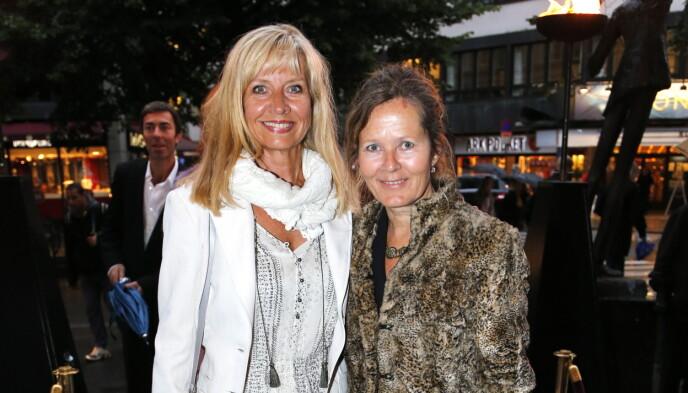 KOLLEGER: Hege Schøyen og Kjersti Holmen under premiere på Chat Noir i 2012. Foto: Lise Åserud / NTB
