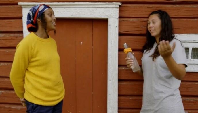 DÅRLIG STWEMNING: Sulekha Geele og Tina Teien hadde nok en krangel i søndagens «Farmen». Foto: TV 2