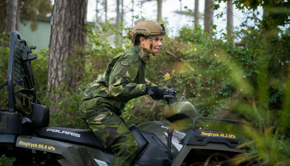 PÅ JOBB: Kronprinsesse Victoria får mye oppmerksomhet for de nye bildene. Foto: Robin Krüger/Försvarsmakten