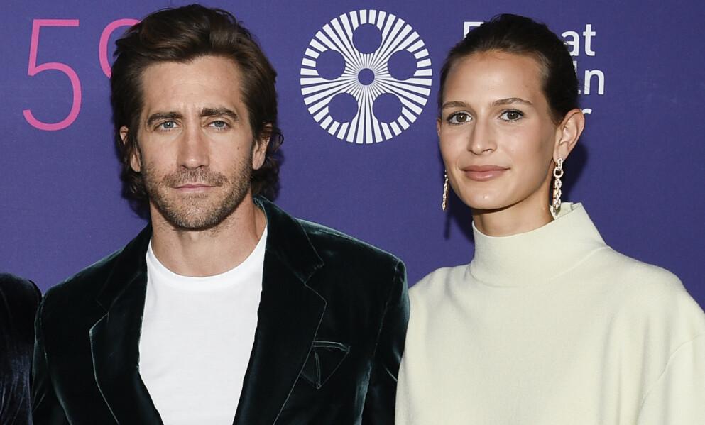 VISTE SEG: Skuespiller Jake Gyllenhaal og hans franske modellkjæreste Jeanne Cadieu poserte på sin første rød løper sammen på premieren av «The Last Daughter» denne uken. Foto: Evan Agostini / Invision / AP / NTB
