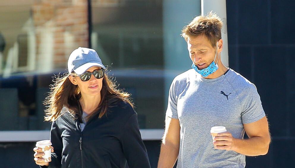 ROMANSERYKTER: Jennifer Garner og John Miller observert sammen et drøyt år etter bruddet. Foto: Felipe Ramales/Splash News/NTB