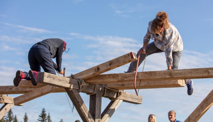 SNIPP; SNAPP, SNUTE: En intens sagekonkurranse endte i seier til Grethe Enlid (til høyre). Foto: Alex Iversen / TV 2