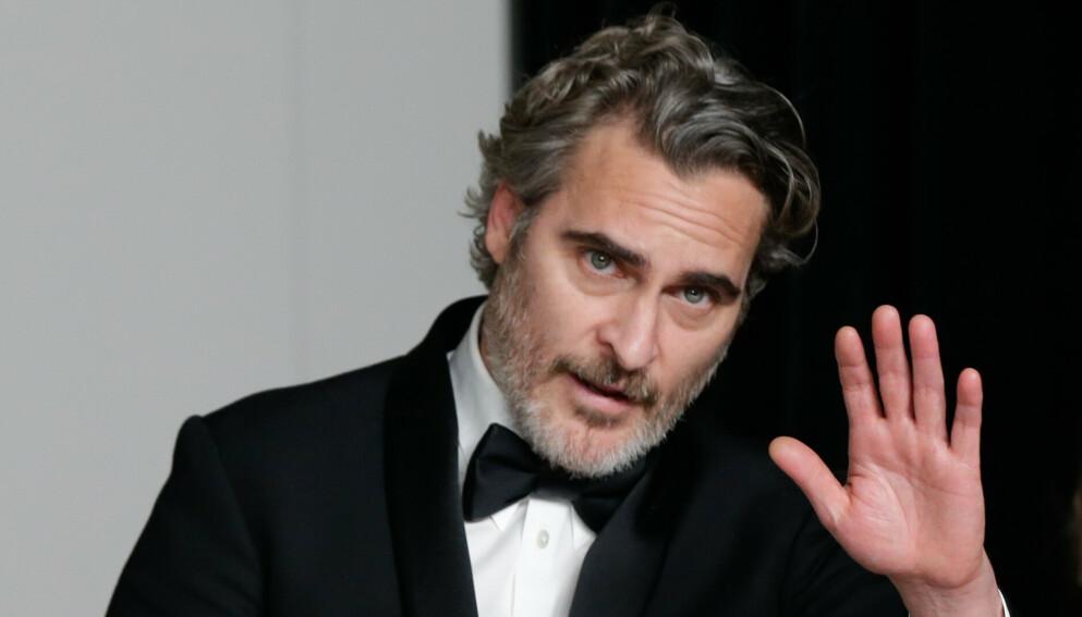 OVERRASKER: Joaquin Phoenix var nesten ugjenkjennelig på filmfestivalen i New York denne uken. Her er han avbildet før han fikk sin nye «look». Foto: John Angelillo / Shutterstock / NTB