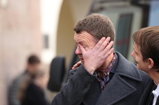 PREGET: Geir Kvarme tørket tårene etter den vakre bisettelsen. Foto: Andreas Fadum/Se og Hør