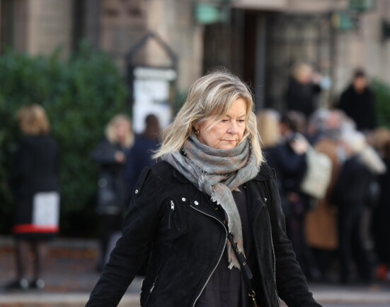TOK FARVEL: Elisabeth ANdreassen forlater Frogner kirke etter Kjersti Holmens bisettelse. Foto: Andreas Fadum/Se og Hør