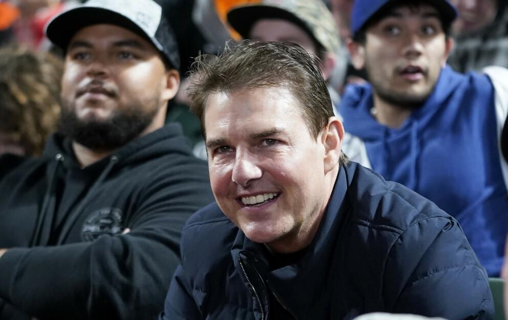 FAR OG SØNN: Tom Cruise og sønnen Connor (bak til venstre) avbildet på baseballkamp sammen i San Francisco i helgen. Foto: AP Photo/Jeff Chiu/NTB