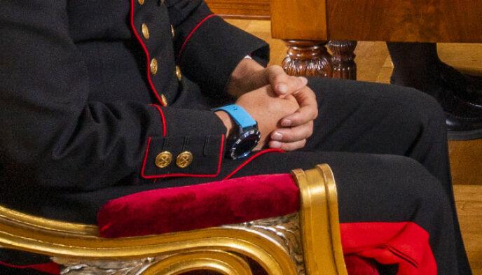 DETALJ: Denne klokka bar kronprinsen til uniformen tirsdag. Foto: Håkon Mosvold Larsen / NTB
