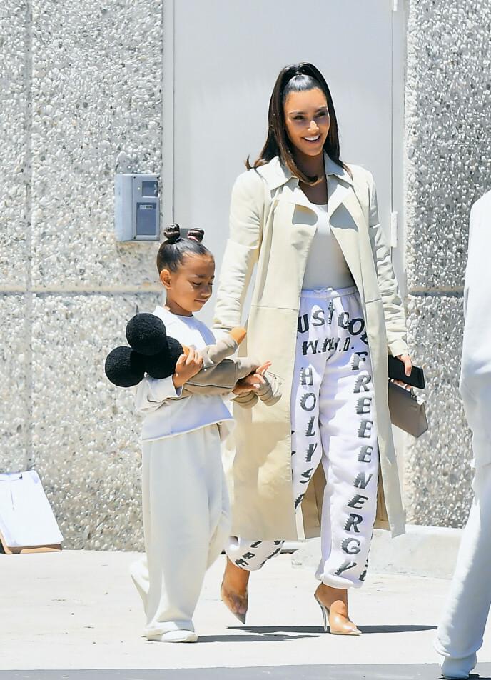 AVSLØRING OM DATTEREN: Kim Kardashian røper hvordan datteren North utagerer når de to diskuterer. Her avbildet i 2019. Foto: Splash News / NTB