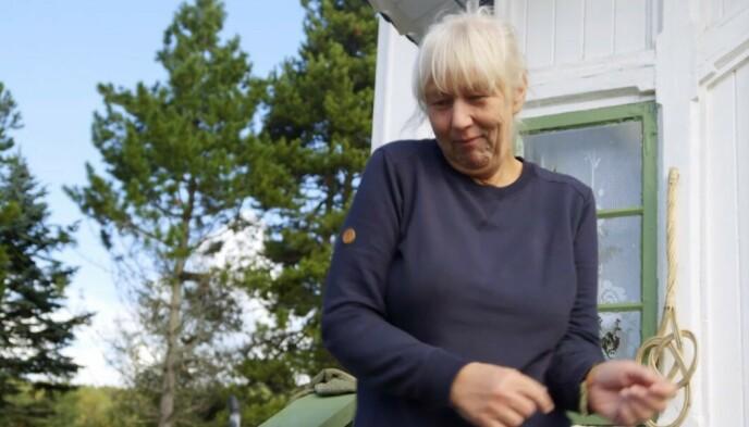 DANSET LITT: Mama G, som hun populært kalles på gården, danset for kamera etter å ha kommet seg ut i friluft. Foto: TV 2