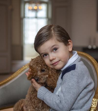 Image: Deler nye bilder av prinsen