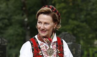 Image: Se dronning Sonjas imponerende bunadsamling