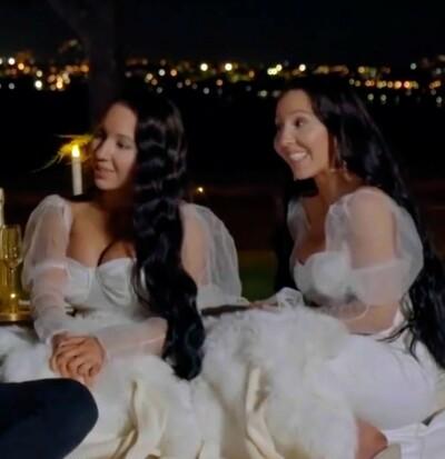Image: Tvillinger forlovet - med samme mann