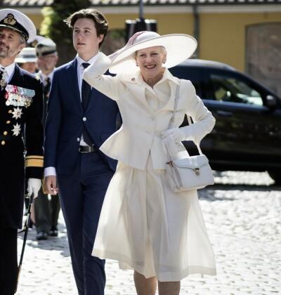 Image: Dronningen med uventet kjoleblemme: - Maks uheldig